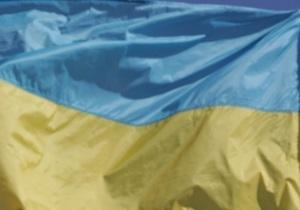 Объединенная оппозиция развернула самый большой в Украине государственный флаг