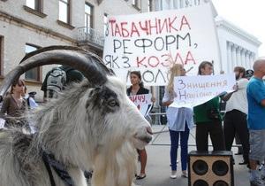 Фотогалерея: По улицам козла водили. В Украине прошли акции протеста против министра Табачника