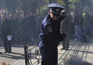 Двое милиционеров лишились работы за избиение полтавчанина дубинкой по ягодицам