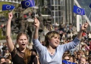 Каждый год около 20 тысяч украинских студентов едут учиться за границу