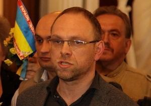 Власенко заявил, что Пшонка лично отдал команду бить Тимошенко. ГПУ считает это провокацией
