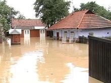 Фонд Ахметова передает пострадавшим от наводнения продукты по воздуху