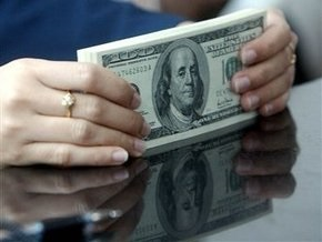 Доллар незначительно подешевел на межбанке