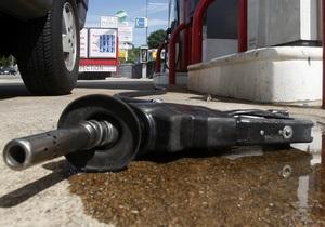 В Чернигове преподаватель вуза требовал в качестве взятки 150 литров бензина
