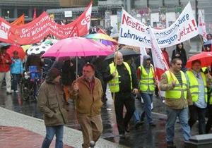 В Берлине первомайский праздник закончился разгоном демонстрантов слезоточивым газом и водометами