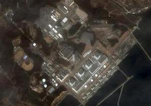 Япония начала эвакуацию людей из зоны за пределами 20 км вокруг АЭС Фукусима