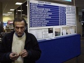 НБУ: Рост курса доллара в обменных пунктах спровоцирован паникой