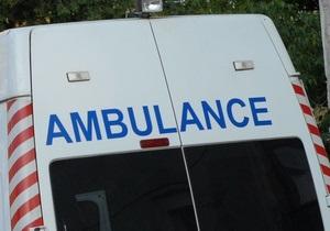 В Киеве КамАЗ перевернулся на остановку, пять человек пострадали