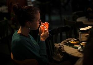 Банковая считает дискриминацией полный запрет на курение в заведениях общепита