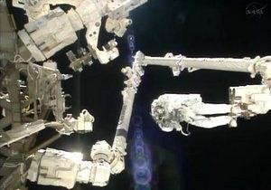 Новости науки - NASA - МКС:NASA определяет причину неполадок со скафандром Пармитано