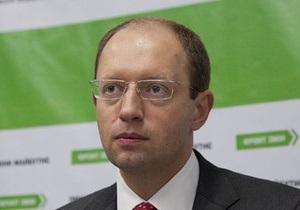Яценюк призвал власть сдать паспорта и  уехать туда, где вывешивают красные флаги
