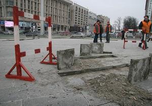 На Майдане Незалежности начался демонтаж плитки