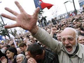 Грузинская оппозиция запустила в небо бумажного дракона с изображением Саакашвили