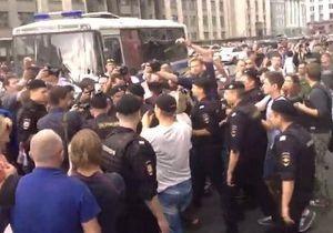 В центре Москвы начались задержания протестующих сторонников Навального. Прямая трансляция с Манежной площади