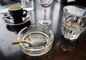 СМИ: Рестораны и пабы уклоняются от выполнения закона о запрете курения