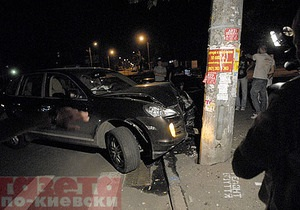 В Киеве сотрудники СТО угнали и разбили Porsche Cayenne