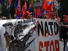 Делегацию НАТО в Харькове встретили плакатами о гестапо