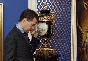 Медведев уволил замглавы ФСБ за нарушение служебной этики
