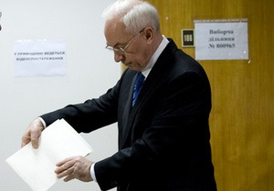 Премьер Казахстана поздравил Азарова с победой на выборах