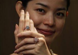Голубой бриллиант в шесть карат был продан на Sotheby s за $10 млн