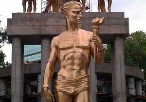 На статую обнаженного Прометея перед парламентом Македонии надели набедренную повязку