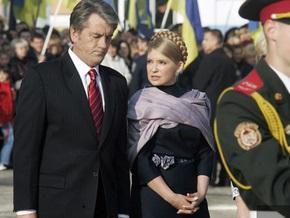 Ющенко и Тимошенко возложили цветы к памятникам выдающимся украинцам