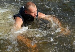 Азовское море - спасение - море - В Азовском море спасатели вовремя вытащили девочку, которую на матрасе унесло в море