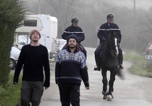 Сотни журналистов дежурят возле убежища от апокалипсиса во Франции