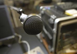 Янукович поздравил работников ТВ, радио и связи: Свободное информационное пространство - индикатор успеха