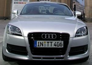 В Москве Audi TT врезалась в машину спецполка ДПС, сопровождавшую авто Генпрокуратуры
