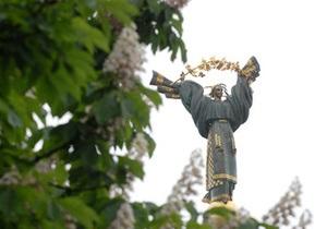 Памятник Независимости в центре Киева начали ремонтировать