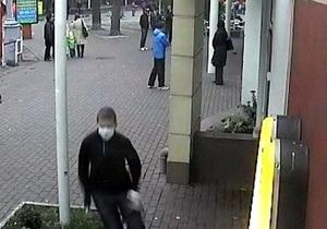 В Виннице неизвестные бросили в помещение ресторана McDonald s дымовую шашку