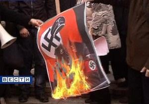 Жители Симферополя сожгли чучело Тягнибока
