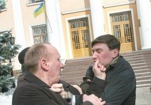 Активиста антиТабачной кампании арестовали и отправили в изолятор