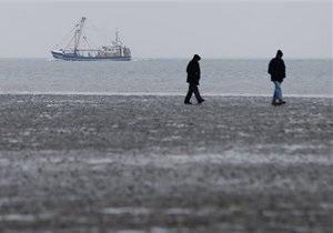 В Северном море совершил аварийную посадку на воду вертолет, погибли два человека