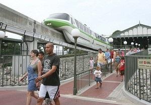 Из-за неисправности компьютера посетители Disney World оказались заперты в поездах монорельса