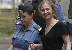 Участницу Pussy Riot перевели в одиночную камеру из-за требования поднять зарплату заключенным - СМИ