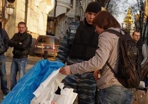Я-Корреспондент: Видеорепортаж о конфликте защитников Андреевского спуска с Беркутом под офисом СКМ