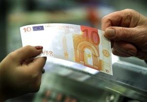 Евро продолжает дешеветь на межбанке