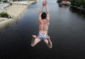 Болельщикам из Швеции власти посоветуют не купаться в Днепре в пределах Труханова острова