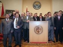 Киргизских депутатов хотят вооружить