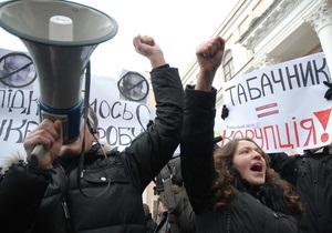 Коалиция обещает не допустить отставки Табачника