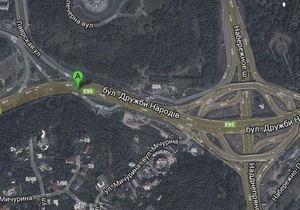 В Киеве на новой развязке близ моста Патона провалился асфальт