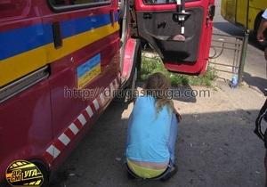 В Киеве возле рынка Троещина нетрезвая женщина на Ford врезалась в микроавтобус