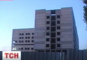 В Чернигове 12-летняя девочка прыгнула с четвертого этажа после ссоры с ровесником