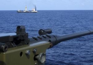 Датский военный корабль затопил плавучую базу пиратов неподалеку от побережья Сомали