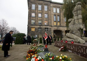 Янукович с президентами Польши и Германии почтил память расстрелянных во Львове профессоров