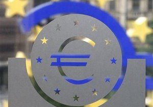 Евро рекордно падает из-за бюджетных проблем Греции