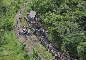 В Мексике с рельсов сошел поезд с нелегальными мигрантами на крыше, есть погибшие