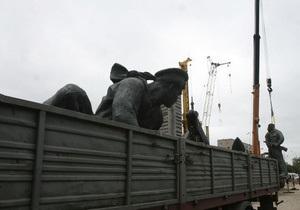 Власти рассказали, куда перенесут демонтированный памятник морякам Днепровской флотилии